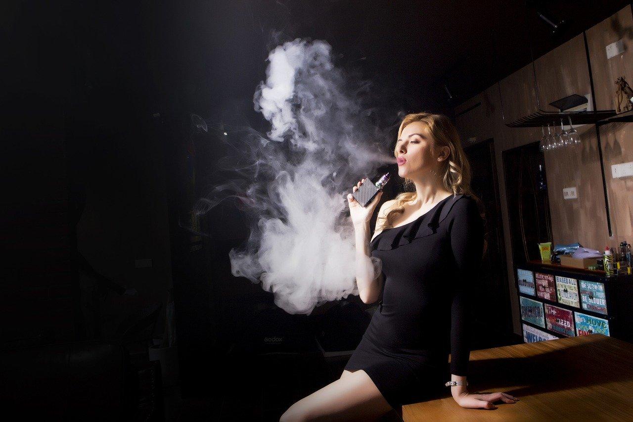 femme fumeuse
